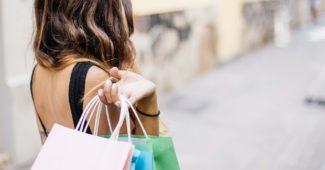 sortie shopping et sacs de vêtements