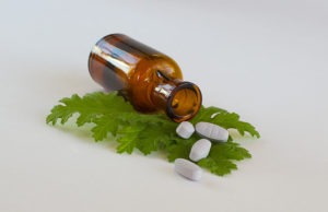 médicaments-plantes-feuilles-flacon