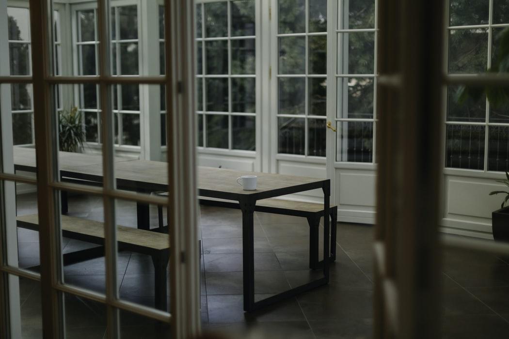 intérieur de maison épuré