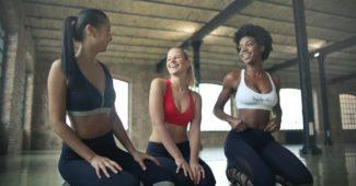 salle-yoga-femmes-activite-sportive